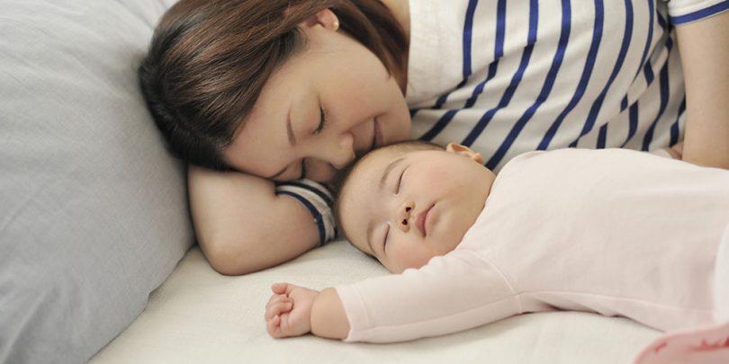Bébé doit-il dormir seul ou dans la chambre des parents ...